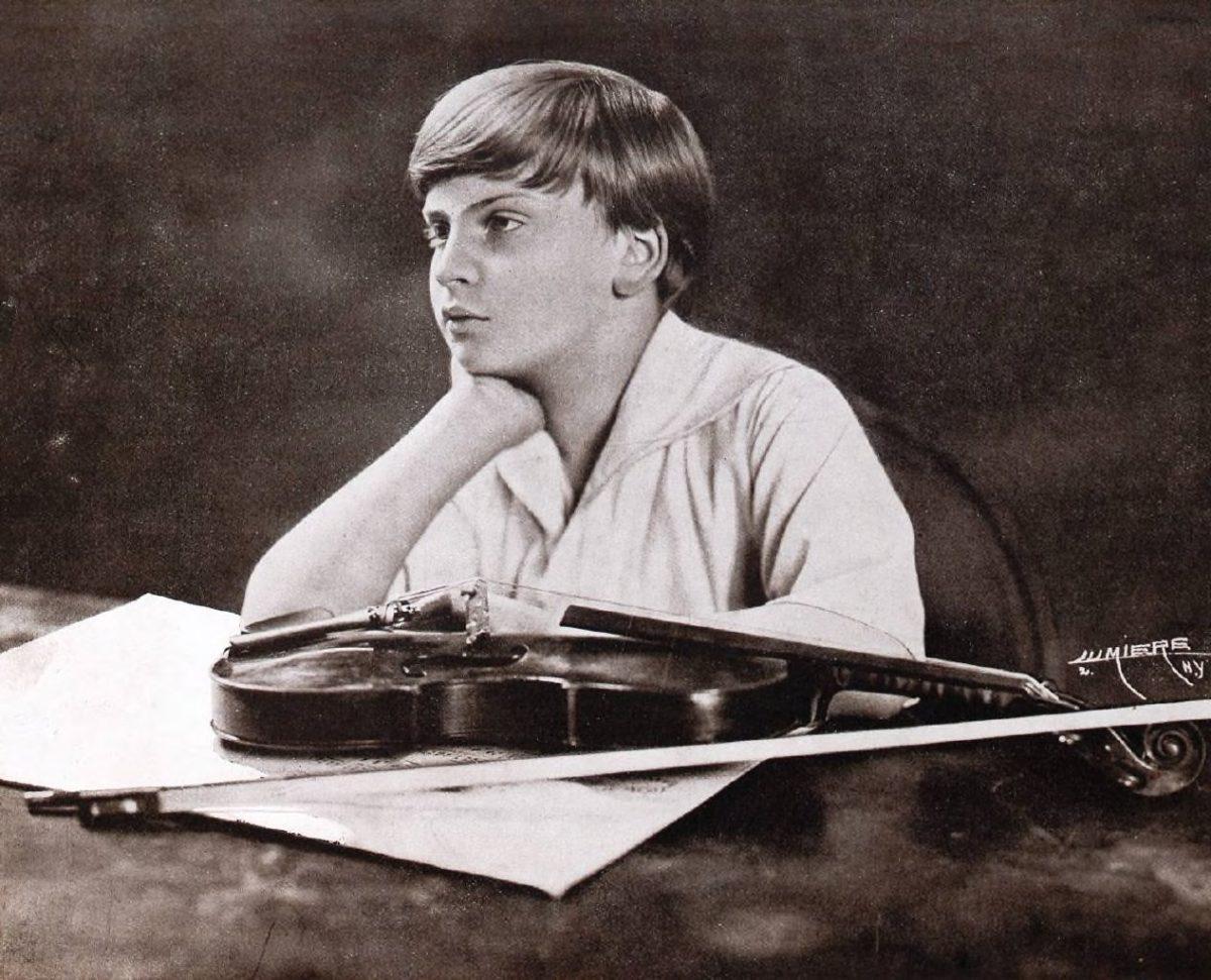 Das Bild zeigt Yehudi Menuhin im Alter von 12 Jahren. Bild: Bibliothèque nationale de France
